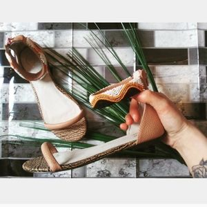 Anthro. House of Harlow 1060   Sandals